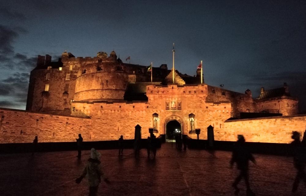 castello di edimburgo di notte